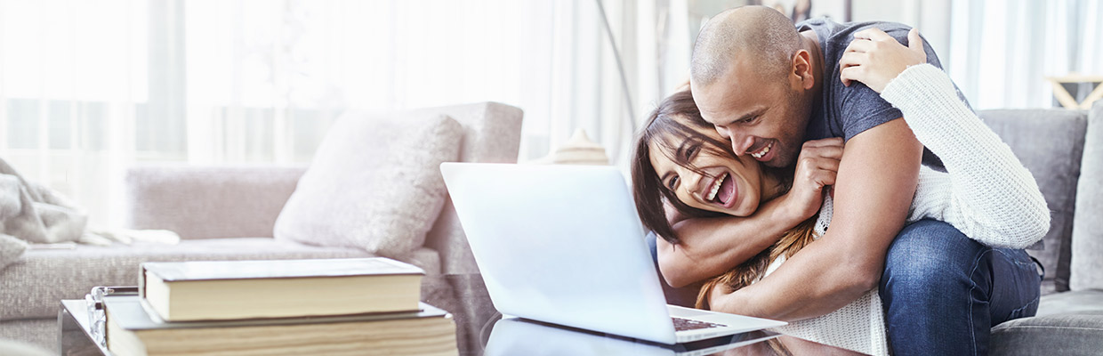 couples looking at the laptop together, image used for HSBC Mauritius Ways to bank
